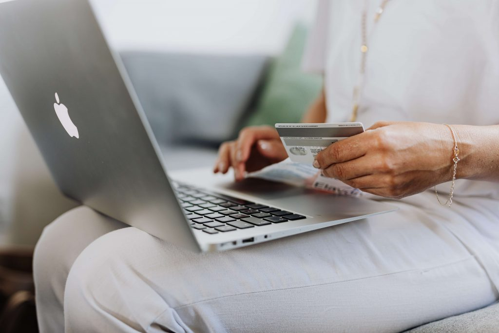 online-shopping-remains-most-important-trend